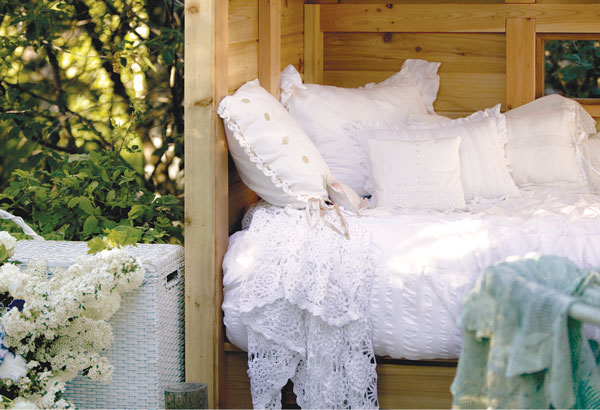 outdoor cove bed at MaryJanesFarm