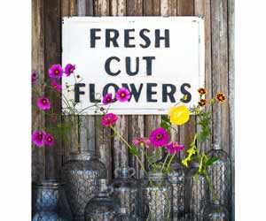 "Metal ""Fresh Cut Flowers"" Sign"